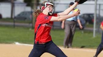 MacArthur's Jessica Budrewicz delivers a pitch during a
