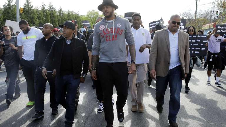 New York Knicks forward Carmelo Anthony, center, marches
