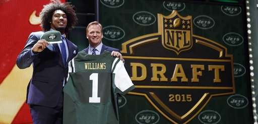 USC defensive lineman Leonard Williams poses for photos
