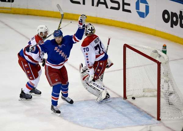 The New York Rangers' Rick Nash celebrates Dan