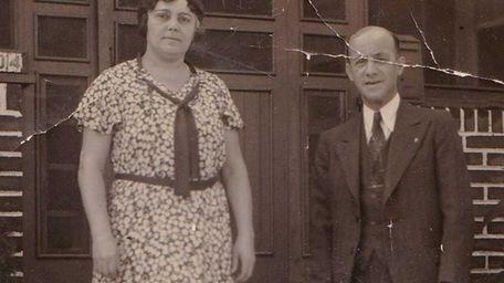 Minnie and Berman Kahn, with their dog, Lindy,