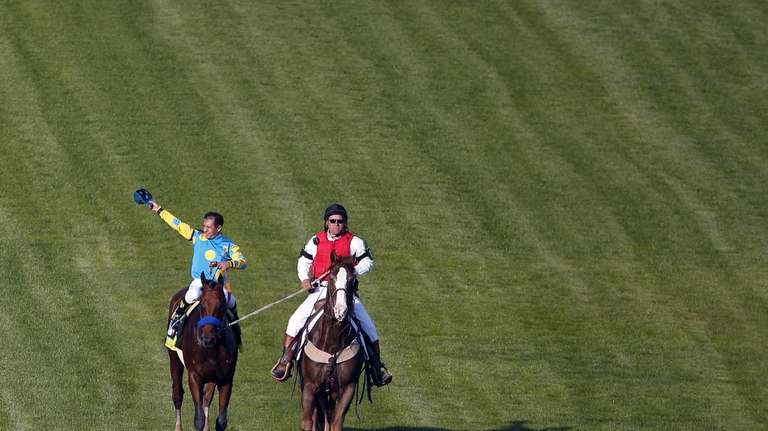Victor Espinoza celebrates after riding American Pharoah to