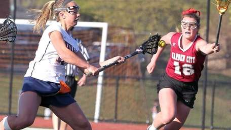 Manhasset's Lindsey Ronbeck scores in a game where