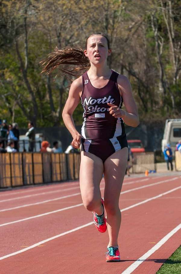 North Shore's Diana Vizza wins the girls 3,000-meter