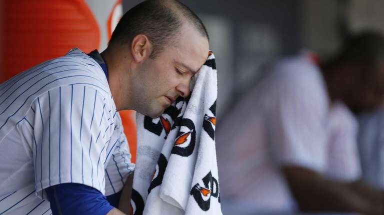 New York Mets starting pitcher Dillon Gee wipes
