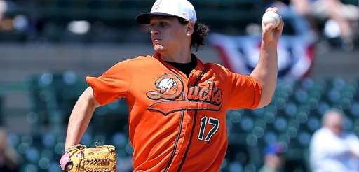 Long Island Ducks starting pitcher Eric Niesen delivers