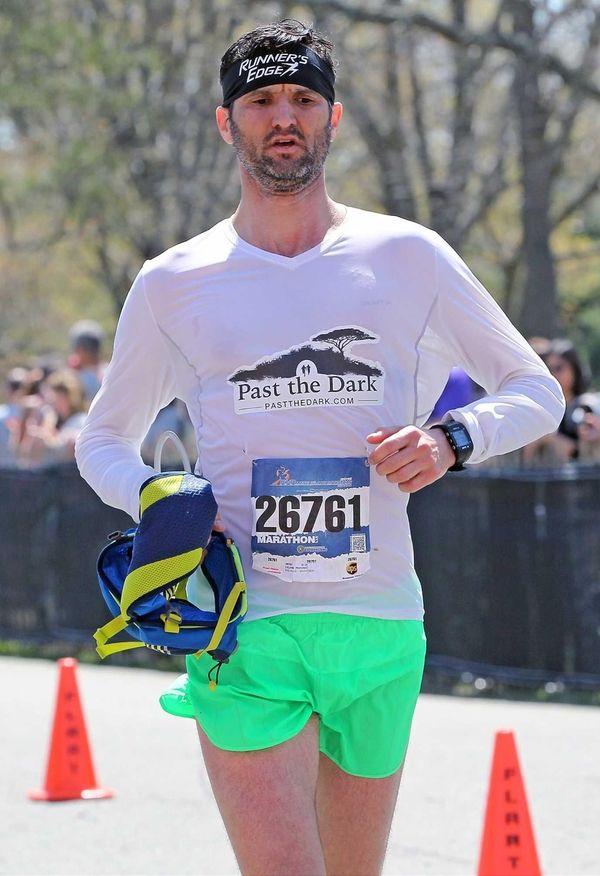 Dejan Popovic cross the finish line of the