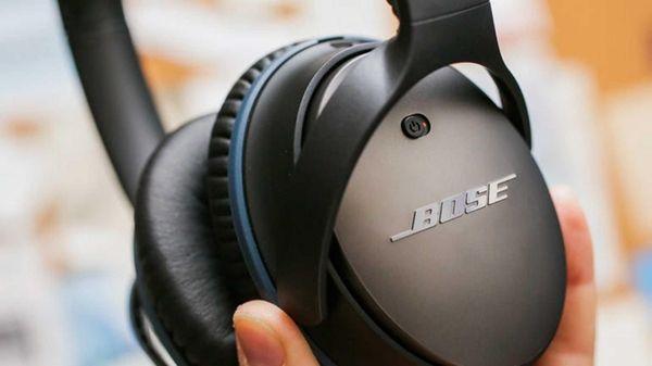Cnet has picked Bose QuietComfort 25 noise-canceling headphones