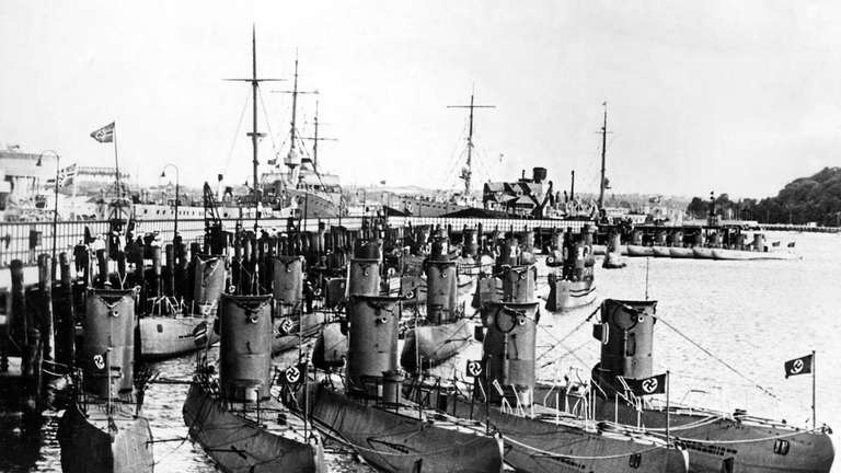German U-boats on display for Admiral Horthy regent