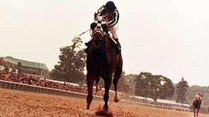 ????Ron Turcotte rides Secretariat to a win by