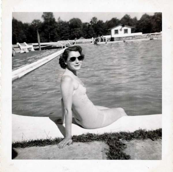 Phyllis Reilly in July 1953 on her honeymoon