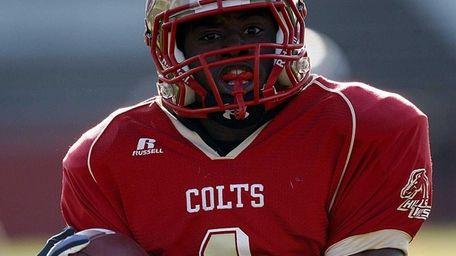 Hills West wide receiver Damarr Aultman (1) scores
