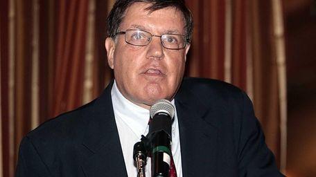 Newsday sportswriter Bob Herzog speaks to the audience