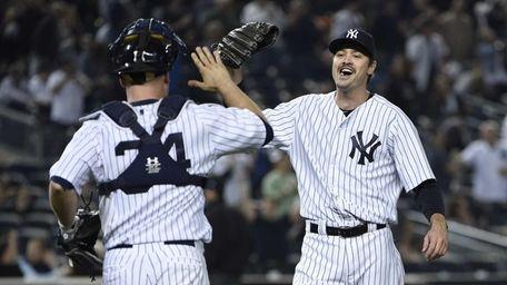 New York Yankees relief pitcher Andrew Miller celebrates