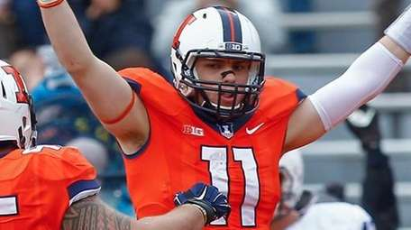 Matt LaCosse of the Illinois Fighting Illini celebrates