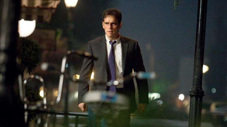 Secret Service Agent Ethan Burke (Matt Dillon) begins
