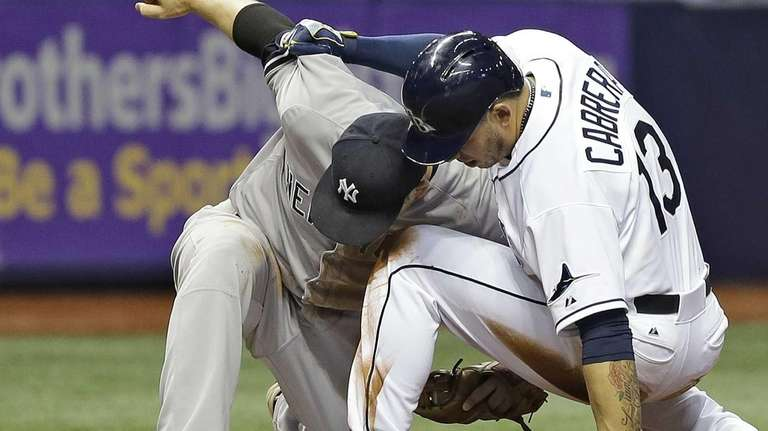 New York Yankees third baseman Stephen Drew tags