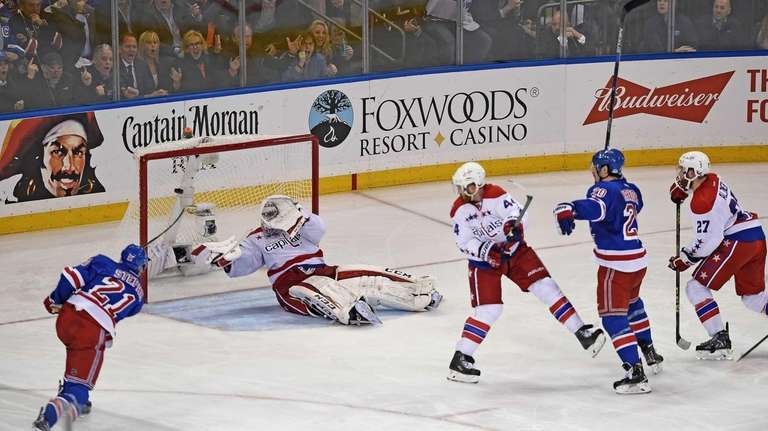 New York Rangers' Derek Stepan scores on Washington