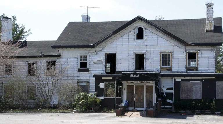 The landmarked Maine Maid Inn in Jericho, undergoing