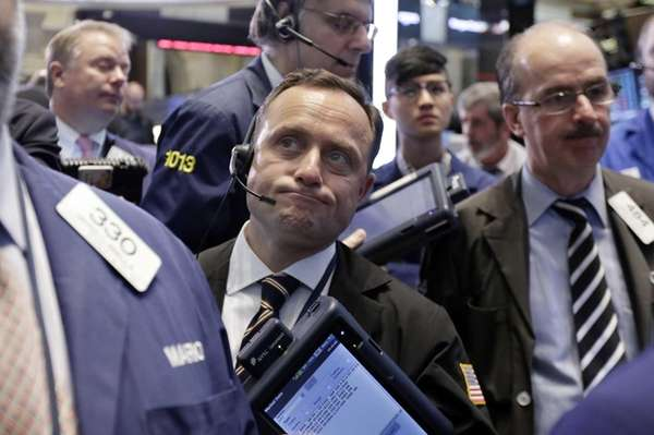 George Baskinger, center, works with fellow traders on