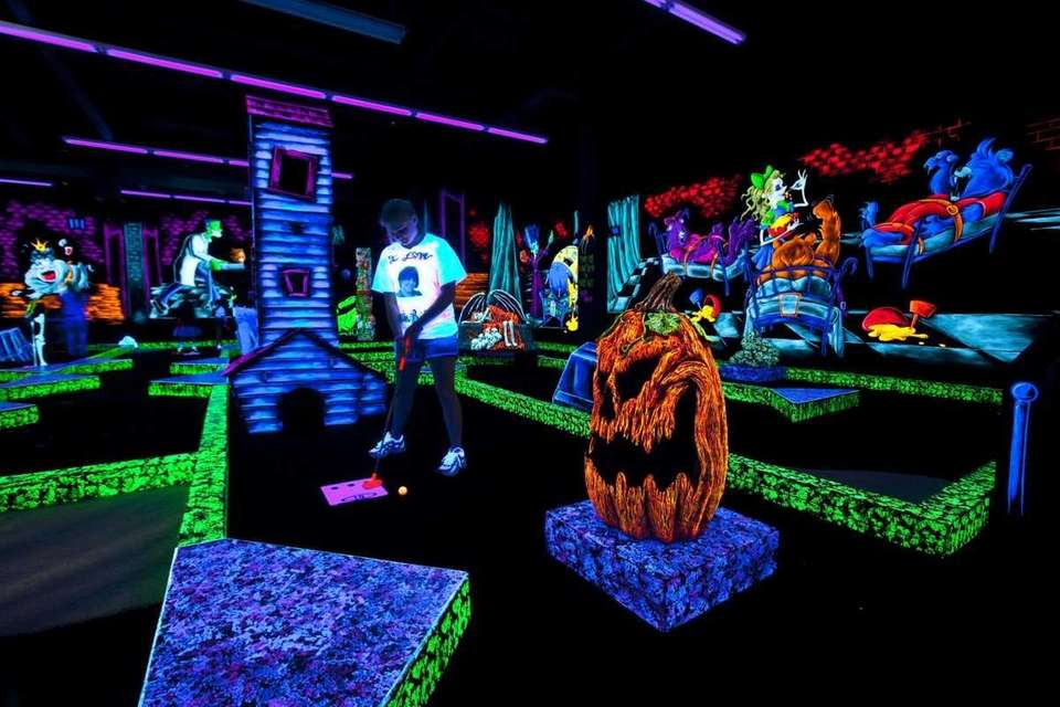 410-C Commack Rd., Deer Park, 631-940-8900, monsterminigolf.com Hours
