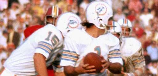 Miami kicker Garo Yepremian attempts to escape Washington