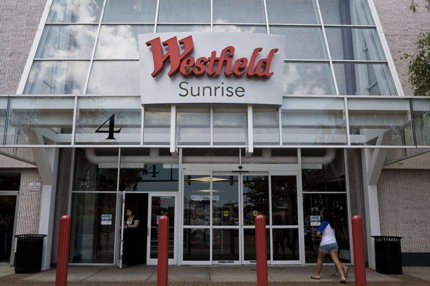 Westfield Sunrise Shopping Center; 1 Sunrise Mall, Massapequa,