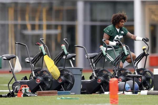 Jets defensive lineman Leonard Williams rides a stationary