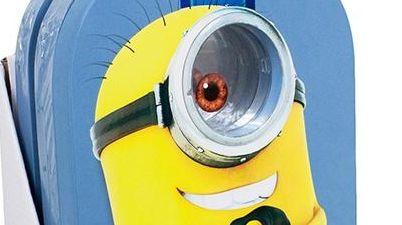 With the Minion Goggle Kickboard, kids can look