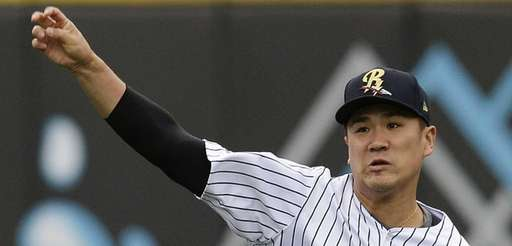 Yankees pitcher Masahiro Tanaka warms up in the