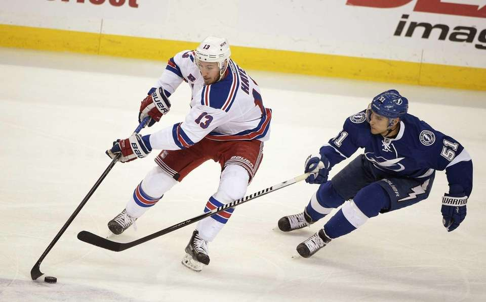 New York Rangers right wing Kevin Hayes (13)