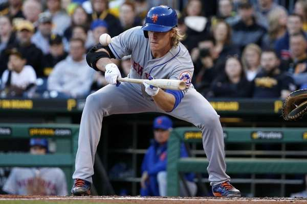 New York Mets starting pitcher Noah Syndergaard puts