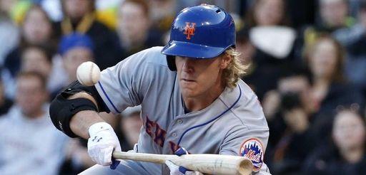 New York Mets starting pitcher Noah Syndergaard puts