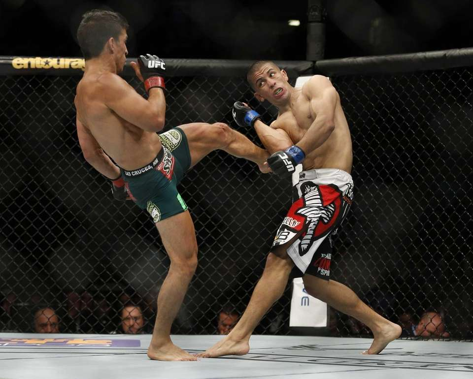 Joseph Benavidez kicks John Moraga during their flyweight