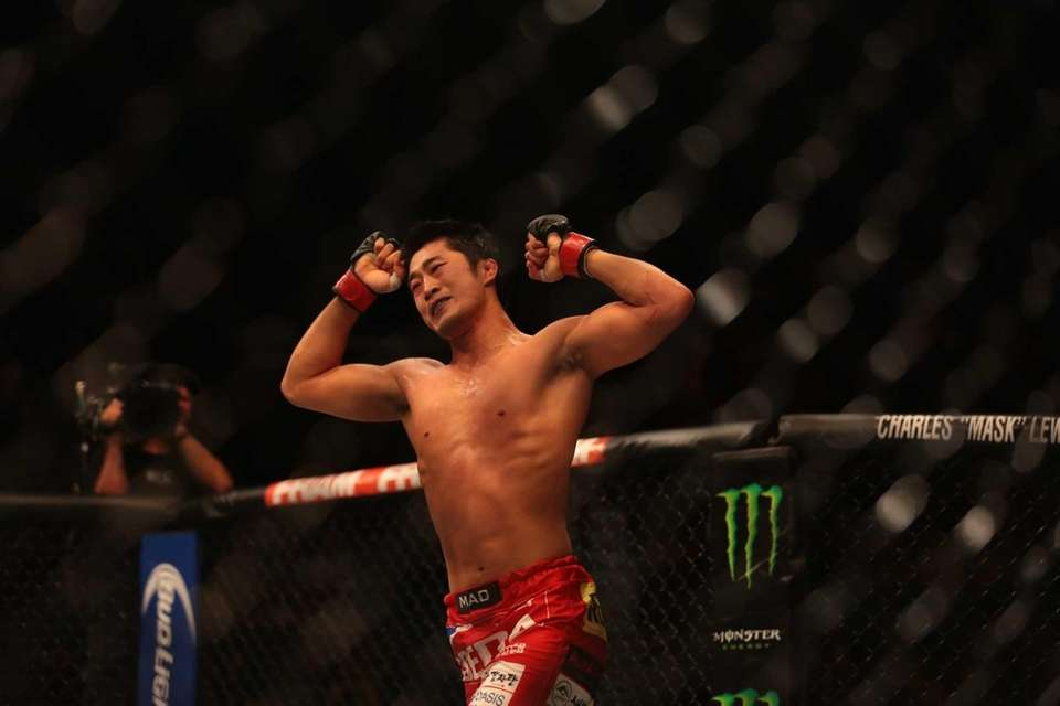 Welterweight Dong Hyun Kim fights Josh Burkman at