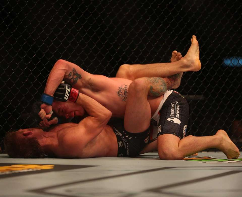 Welterweights Mike Pyle and Colby Covington fight at