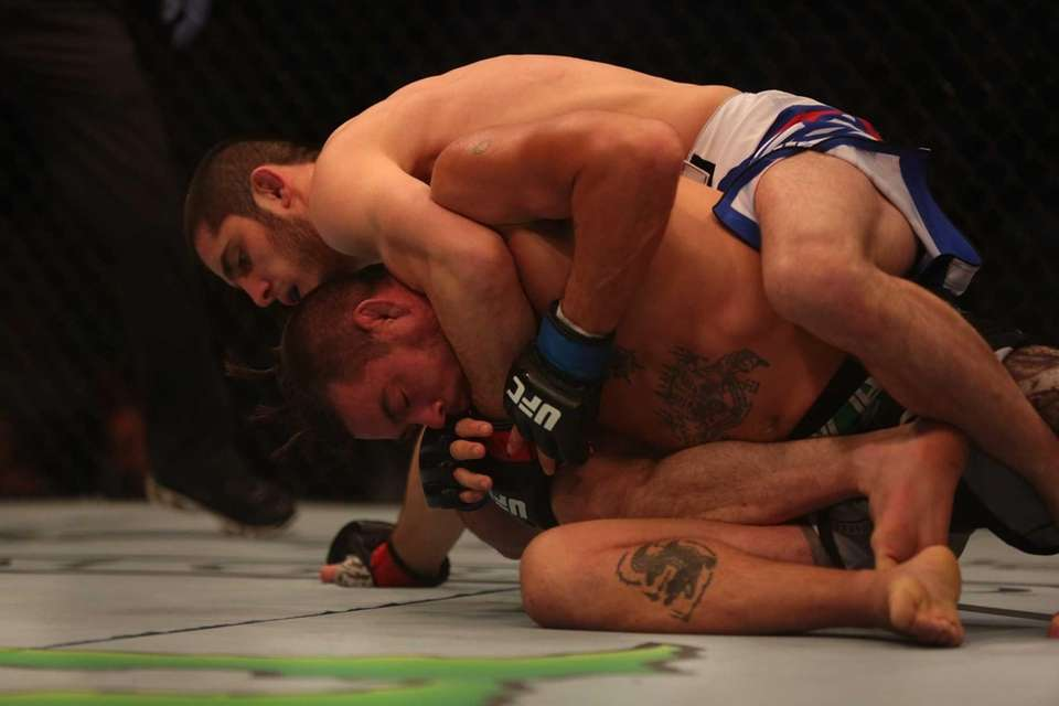 Lightweight Islam Makhachev defeats Leo Kuntz at UFC