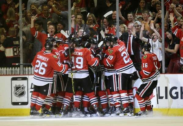 Chicago Blackhawks players celebrate Antoine Vermette's goal against