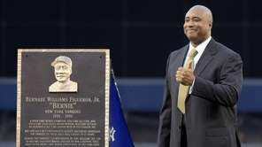 Former New York Yankees centerfielder Bernie Williams gives