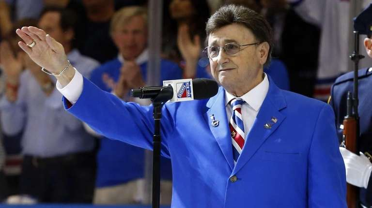 John Amirante performs the national anthem before Game