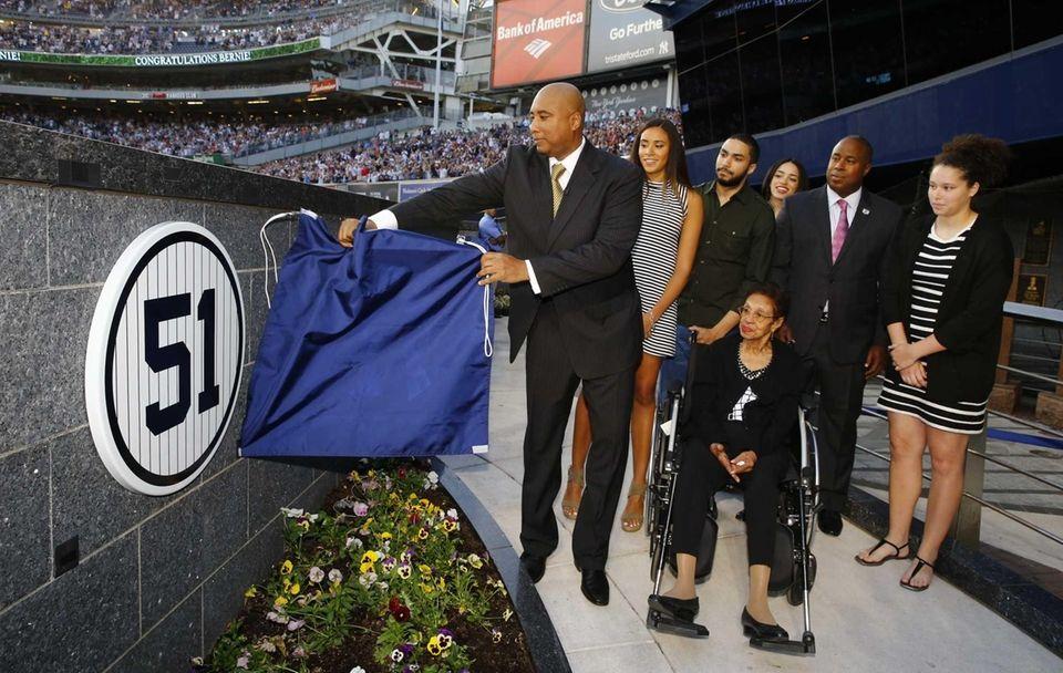 Former New York Yankees centerfielder Bernie Williams unveils
