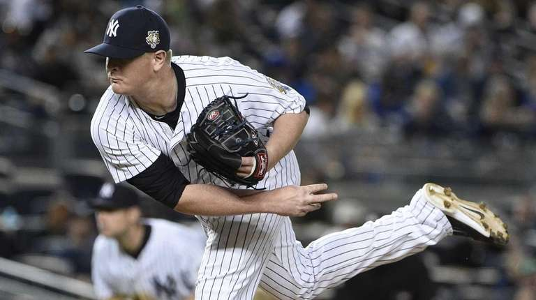 New York Yankees relief pitcher David Carpenter delivers