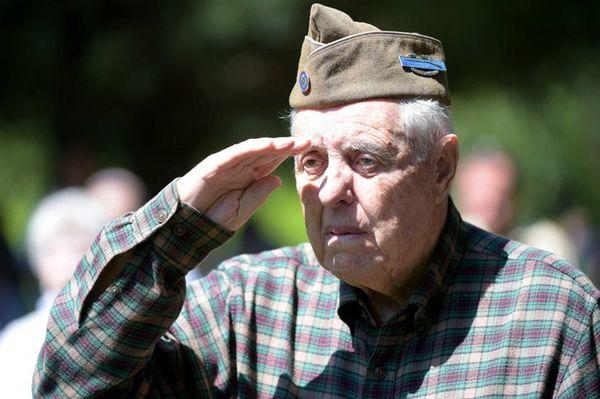 James A. Gray, 90, a World War II