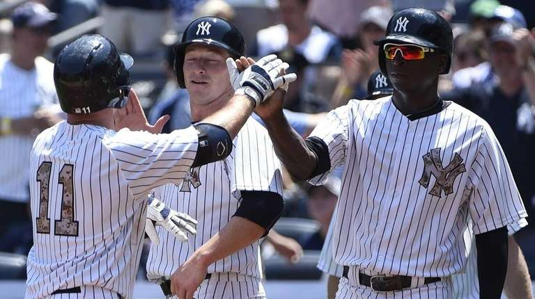 New York Yankees leftfielder Brett Gardner, left, is