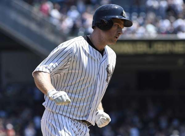 New York Yankees third baseman Chase Headley runs