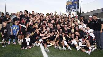 Syosset poses for a team photo after defeating