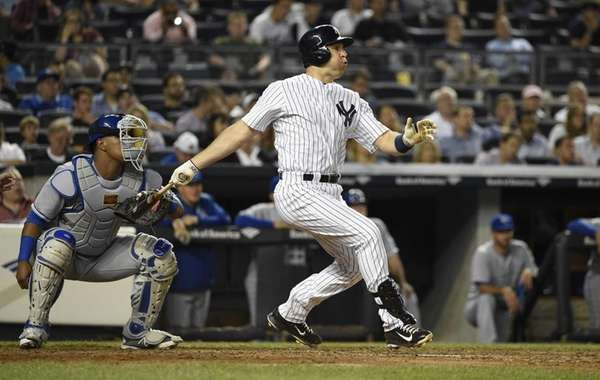 New York Yankees first baseman Mark Teixeira hits