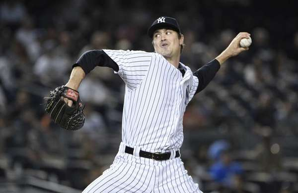 New York Yankees relief pitcher Andrew Miller delivers