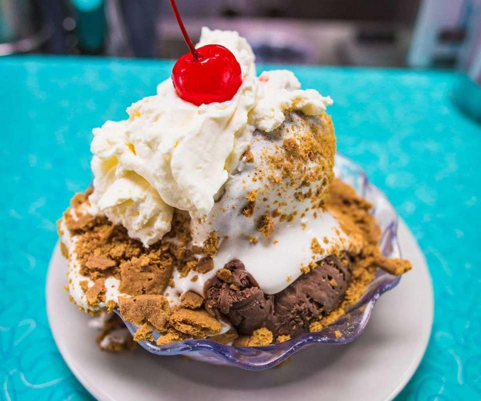 Krisch's Restaurant and Ice Cream Parlor, Massapequa: If