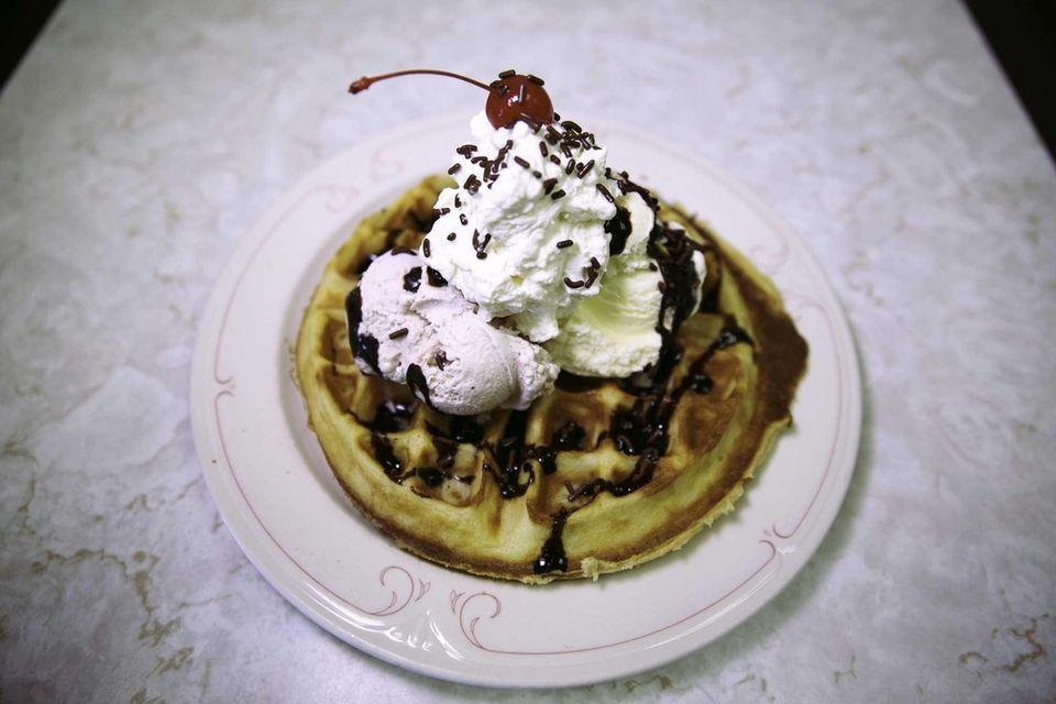 Hicksville Sweet Shop, Hicksville: A round, freshly baked